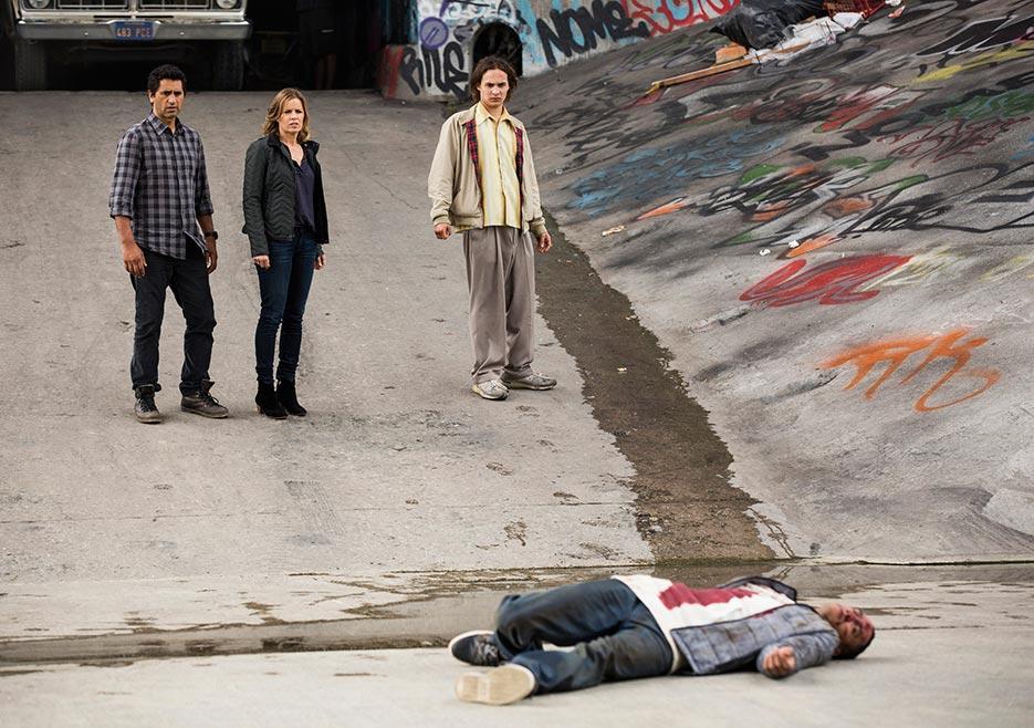 Fear The Walking Dead, S01E02-So Close, Yet So Far